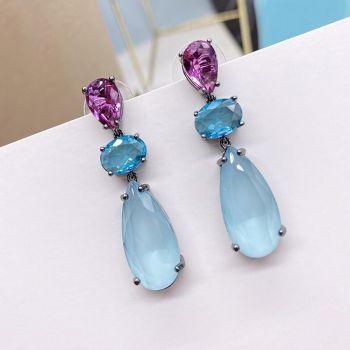Moderne Tropfenohrringe mit blauen Kristallen von Nobel Schmuck