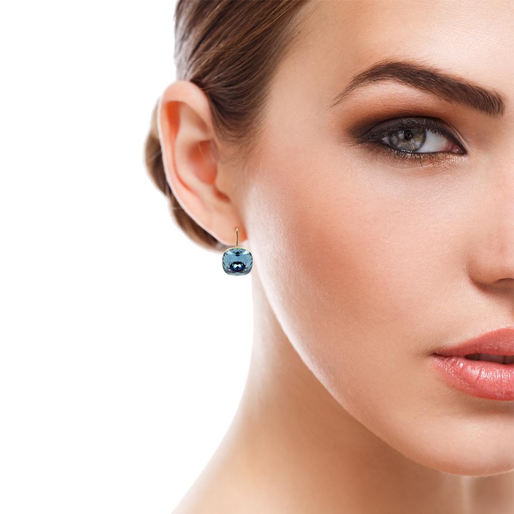 Ohrringe-Blau mit Frau